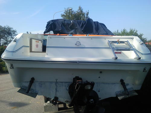 vit bottenfärg båt