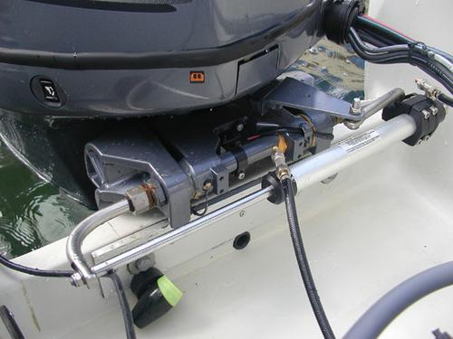 montera hydraulstyrning utombordare